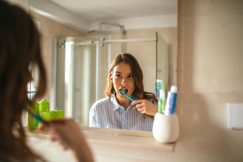 se caen los dientes con la ortodoncia